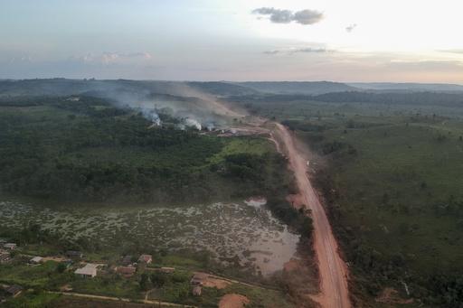 アマゾン火災、1時間にサッカー場110面分焼失 ブラジル大統領が国連総会出席へ