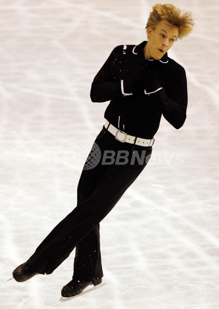 ベルネル NHK杯SPで首位に立つ