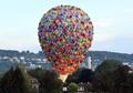 風船の束でふわり? ドイツで熱気球の国際大会