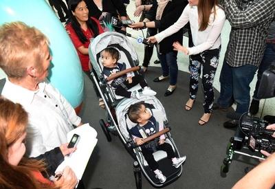 豪、分離手術受けたブータンの結合双生児が退院 「目覚ましい回復」