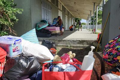 ハリケーン「イルマ」直撃から1年、避難者を強制退去 アンティグア島