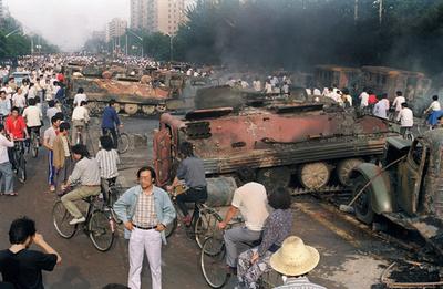 中国民主化運動の象徴「戦車男」、天安門事件から25年