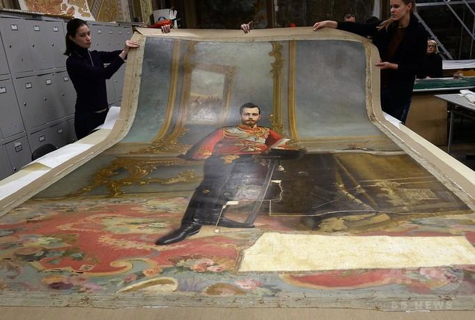 レーニン肖像画の裏にロシア最後の皇帝…約1世紀ぶりに公開