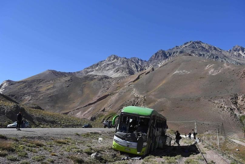 南米最高峰近くでバス横転、19人死亡 アルゼンチン