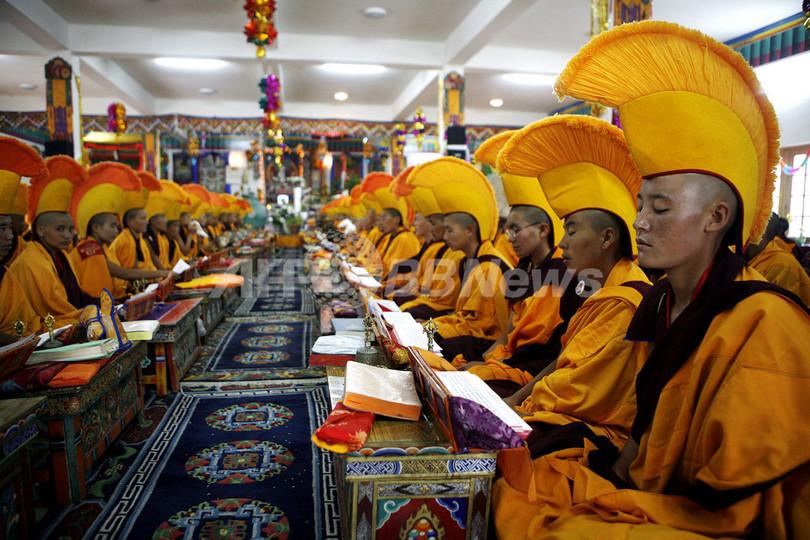 インド北部でチベット仏教カーギュ派が宗派創始800年を祝う