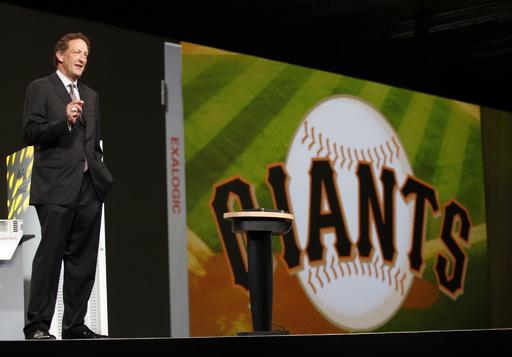 ジャイアンツCEOが休職、公共の場で妻と取っ組み合い MLB