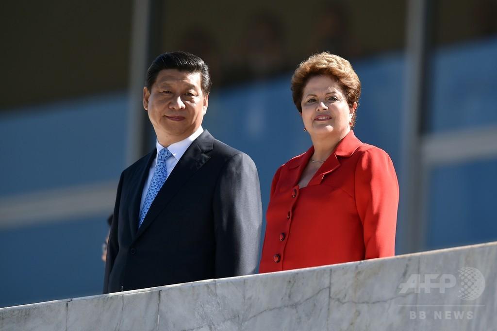 米国の「裏庭」中南米を狙う、中国の求愛外交