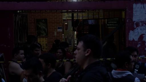 動画:ブラジルのバーで複数の男が発砲、11人死亡 事件後の現場映像
