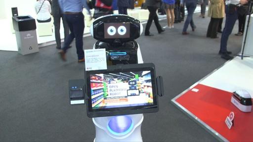 動画:お世話ロボットから折り畳みスマホ、5G技術まで スペインで展示会