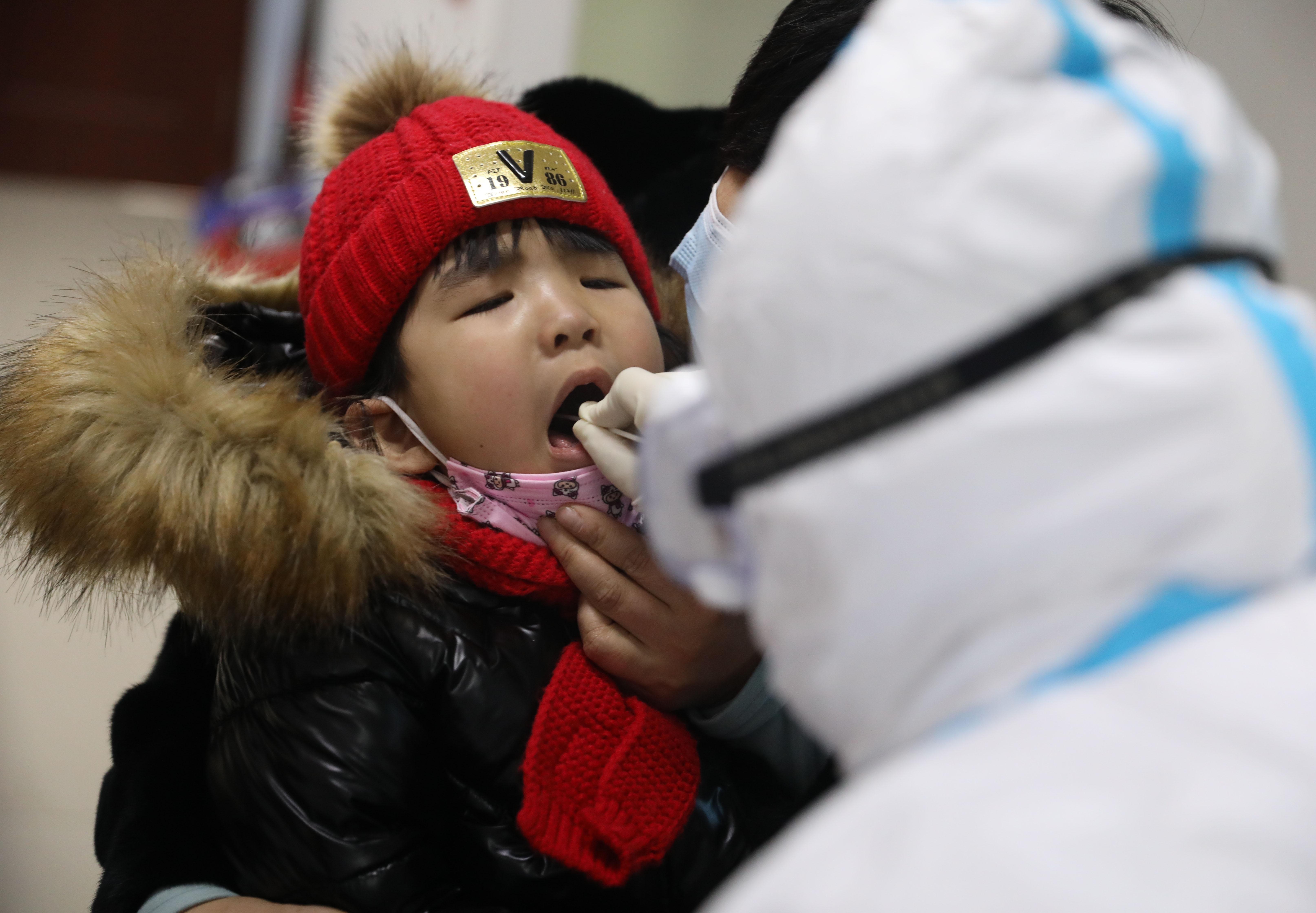 中国各地で入境者隔離政策の段階引き上げ