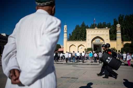 新疆で父母どちらか漢民族の学生有利に 中国、異なる民族間結婚を奨励か