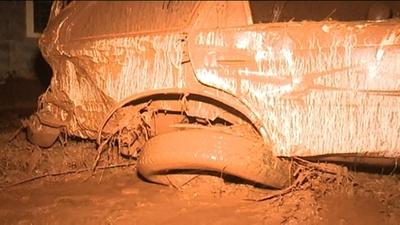 動画:豪雨でダム決壊、32人死亡 ケニア