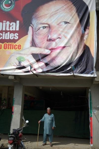 パキスタン総選挙、野党勝利で政権交代か 与党は不正を非難