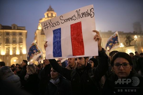 パリ連続襲撃、現場にシリア難民の旅券 「3チームに分かれ襲撃」