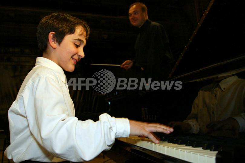 旧ソ連の独裁者ヨシフ・スターリンのひ孫、オーケストラと共にコンサートを行う