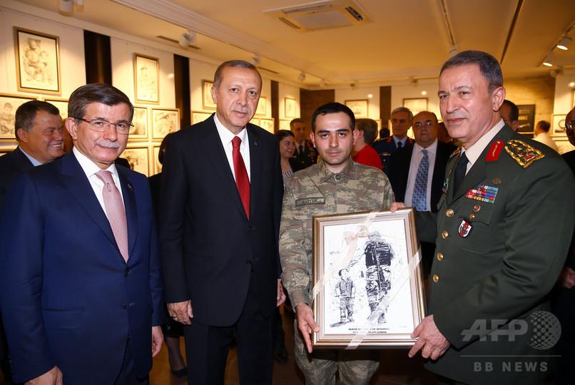 トルコ軍トップのアカル参謀総長を救出