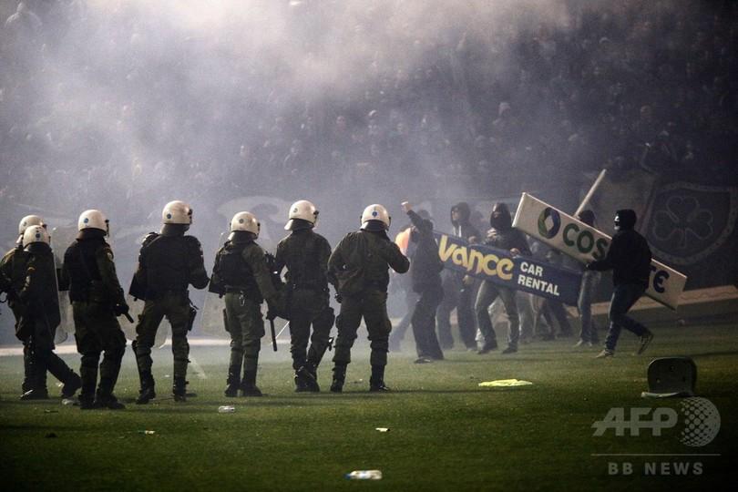 ファンの暴動でギリシャ・ダービ...