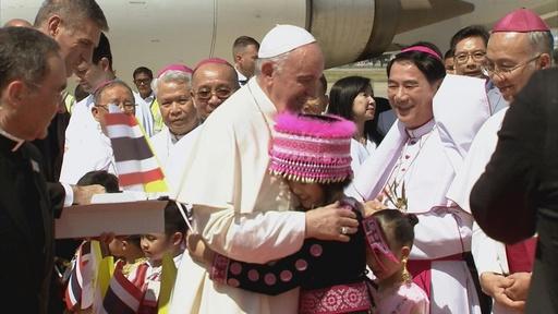 動画:フランシスコ法王、タイに到着 今週末日本へ