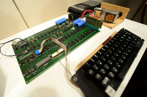 アップル初代PC「Apple I」、米サザビーズで競売に