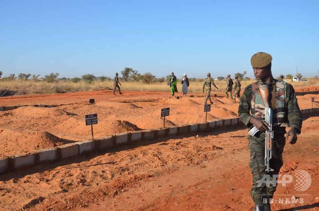 重武装集団がニジェール軍事施設襲撃、25人死亡 反撃で「テロリスト」63人殺害