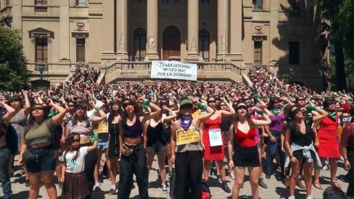 動画:「レイプしたのはあなただ」 歌とダンスで女性に対する暴力に抗議 ネットで拡散