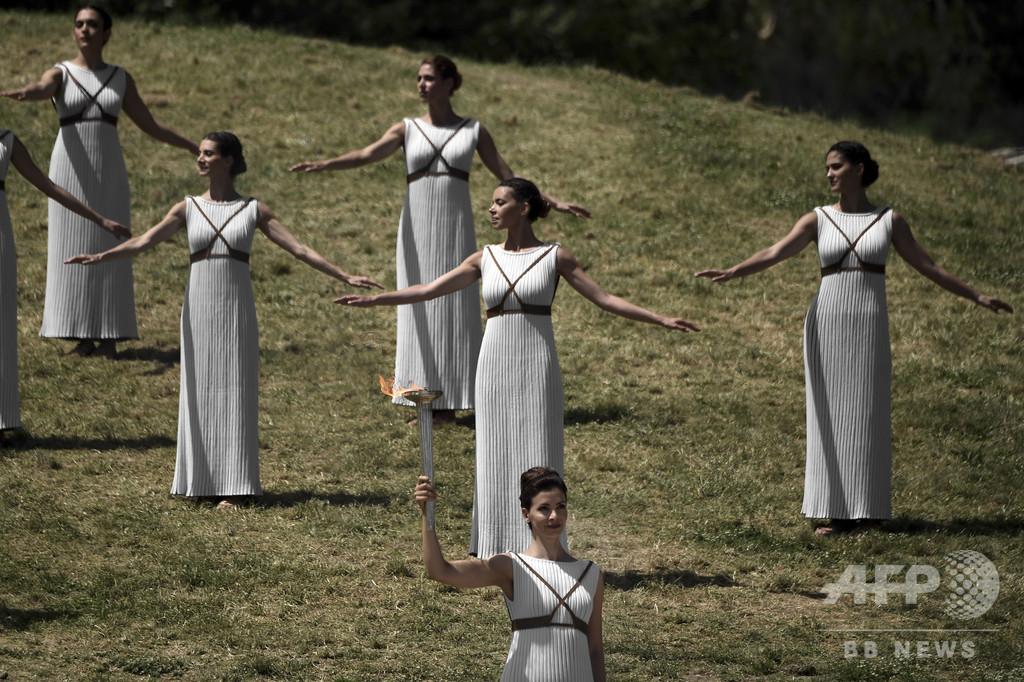 トルコ、古代ギリシャ風の衣装着た大使召還 「大スキャンダル」と批判