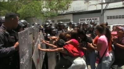 動画:ベネズエラ留置場で脱獄騒ぎ、火災で68人死亡