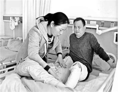 全身やけどの娘に父親の皮膚を移植、手術費用はネット募金で 河南省