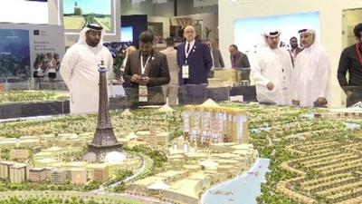 動画:ドバイ最大規模、不動産開発の見本市が開幕