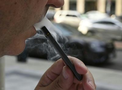 世界で広がる電子たばこ禁止の動き、科学的研究に先行
