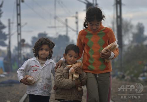 保護者同伴なしで海渡る移民・難民の子ども倍増、ユニセフ
