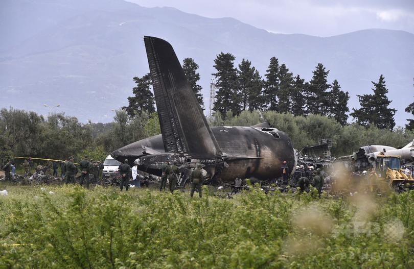 アルジェリアで軍用機が墜落、257人死亡