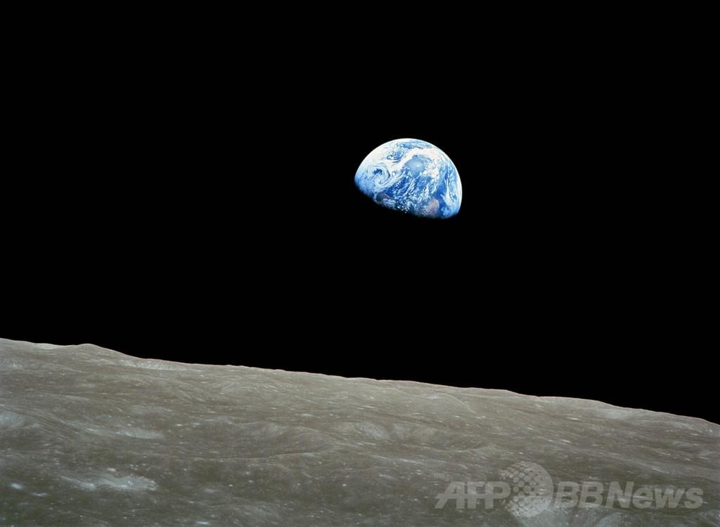 クリスマスイブの「地球の出」から45年、アポロ8号撮影
