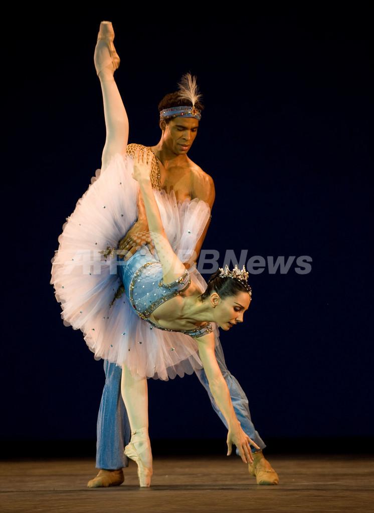 英ロイヤル・バレエ団、初のキューバ公演