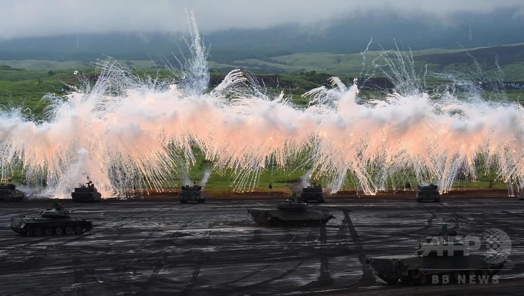 陸自「富士総合火力演習」の予行実施