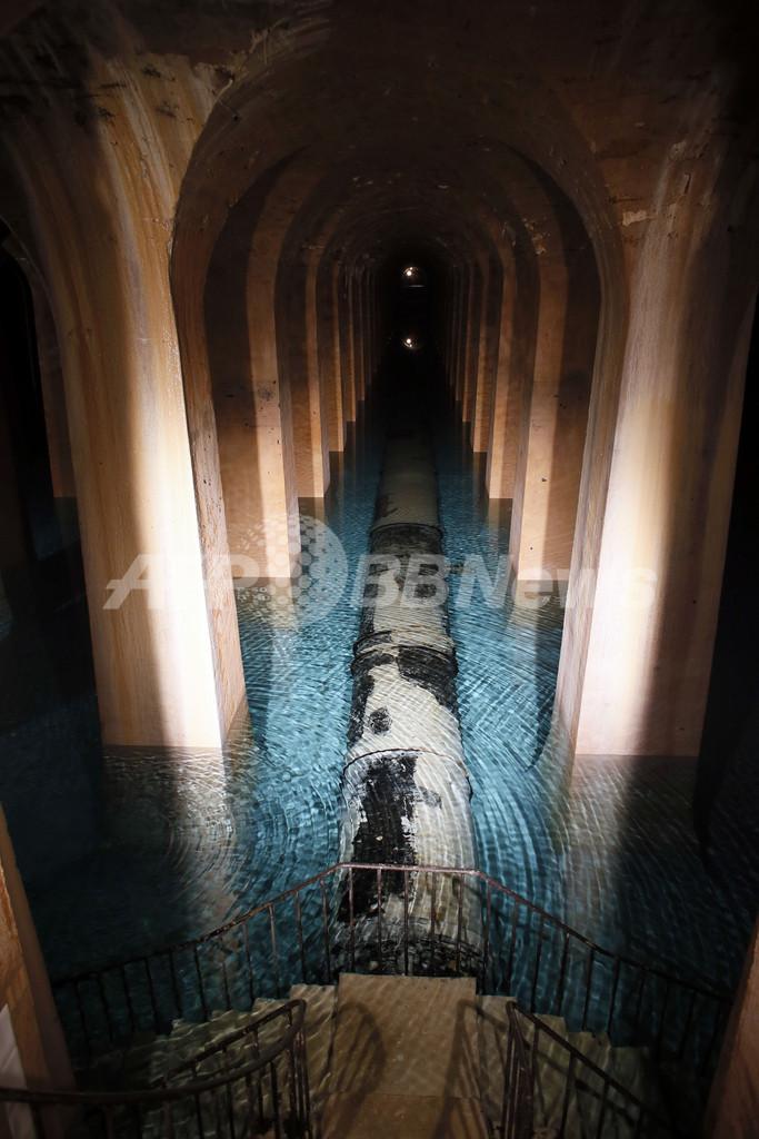 幻想的!仏パリ地下に広がる19世紀の貯水場、今も現役です