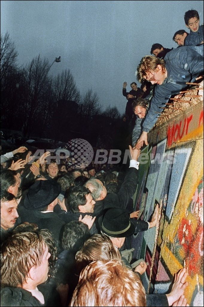 「ベルリンの壁」崩壊の陰に謎の電話、ドイツ