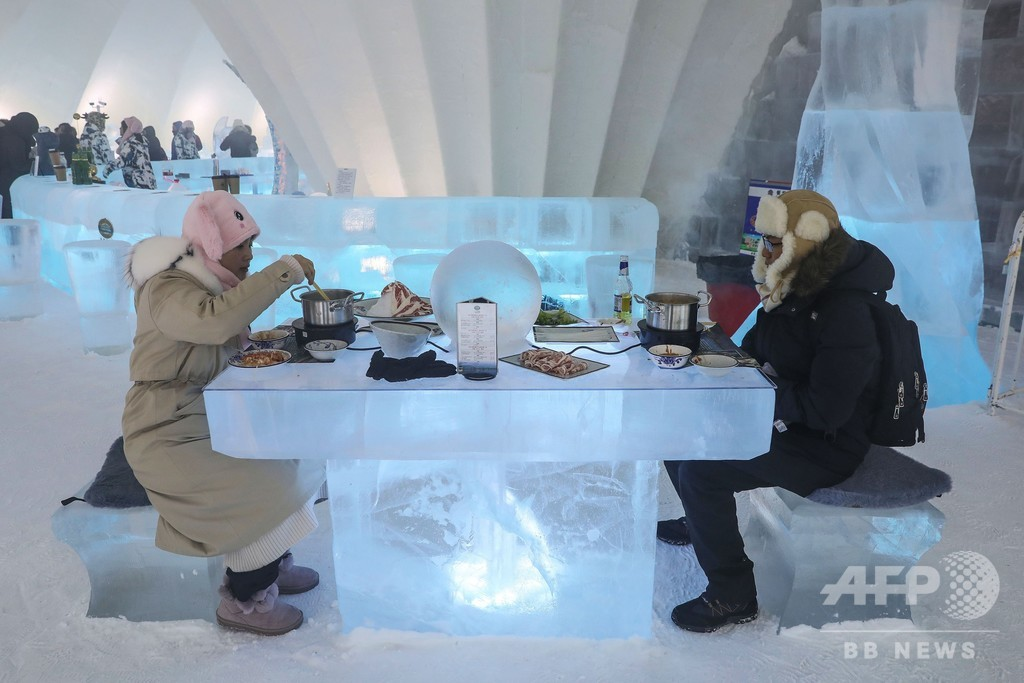 氷の塔に集団結婚式も…ハルビンの国際氷雪祭