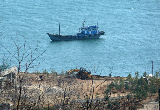 北朝鮮船、水産庁取締船と衝突し沈没 乗組員60人救助