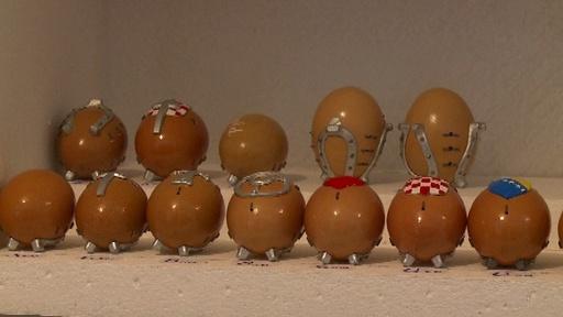 動画:職人の腕の見せどころ、イースターの卵に蹄鉄 ボスニア