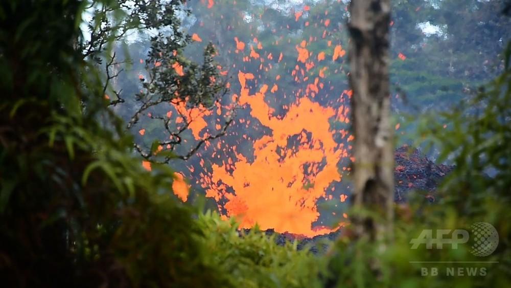 国際ニュース:AFPBB News動画:地面の割れ目から噴き出す溶岩、ハワイ・キラウエア火山近く