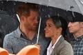 英ヘンリー王子夫妻、豪干ばつ被災地訪問 雨の贈り物もたらす?