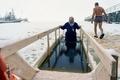 勇気を出して極寒の水の中へ、ロシアの公現祭