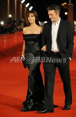 女優モニカ・ベルッチ、45歳で第2子出産