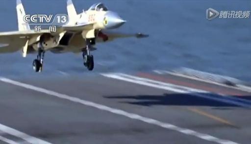中国空母、艦載機の発着艦試験に成功