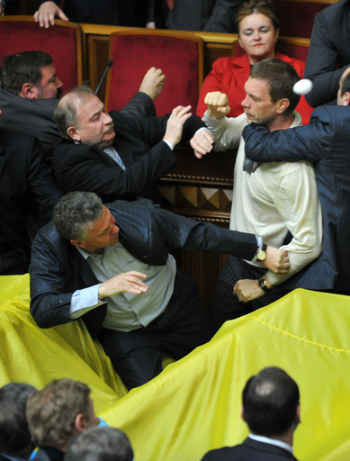 ウクライナ議会、露海軍の駐留期限延長で大パニックに