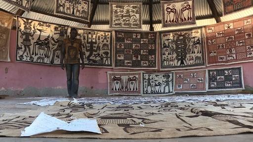 動画:ピカソ訪問の伝説を語るアフリカの村人たち、コートジボワール