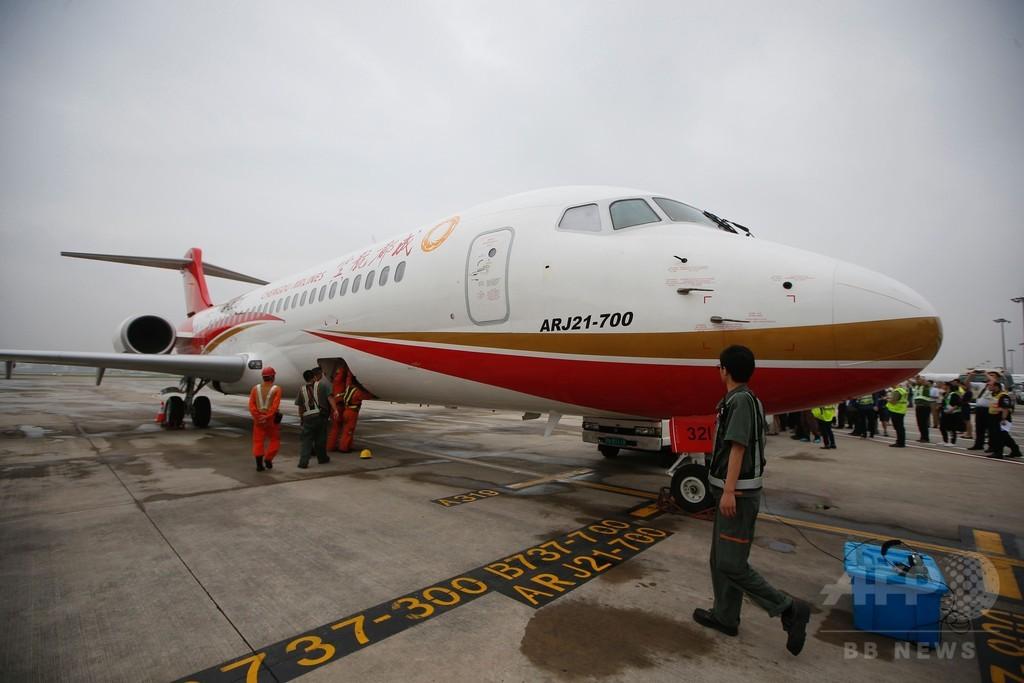 中国初の国産ジェット機、初飛行で上海に到着