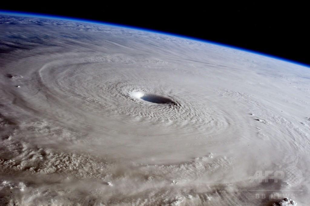 「スーパー台風」、宇宙ステーションから撮影