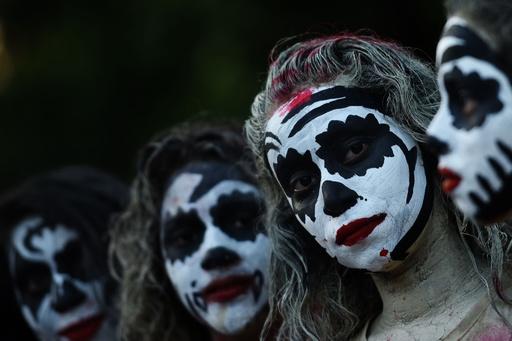 中米エルサルバドルで「死者の日」のパレード